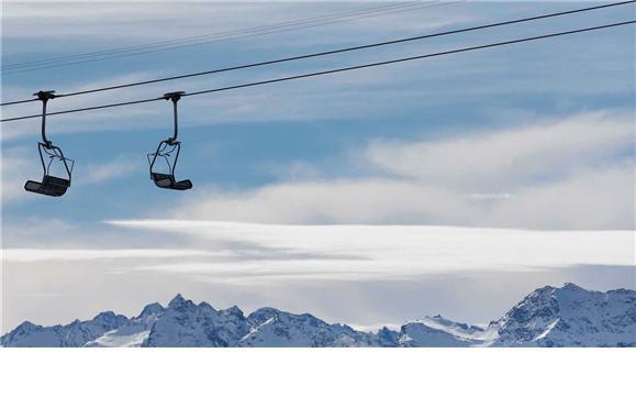 França - Esquiadores foram surpreendidos por avalanche. Quatro morreram