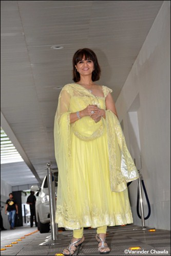 d9d6bce641 Indian designer Neeta Lulla in lemon yellow tissue long kameez with cap  sleeves and designer very wide square neck at the front and silver border,  ...