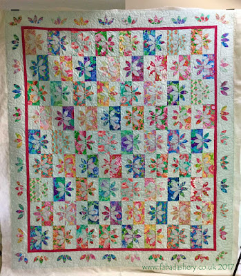 'Wallflower' quilt design by Missouri Star Quilt Company. Made by Pauline