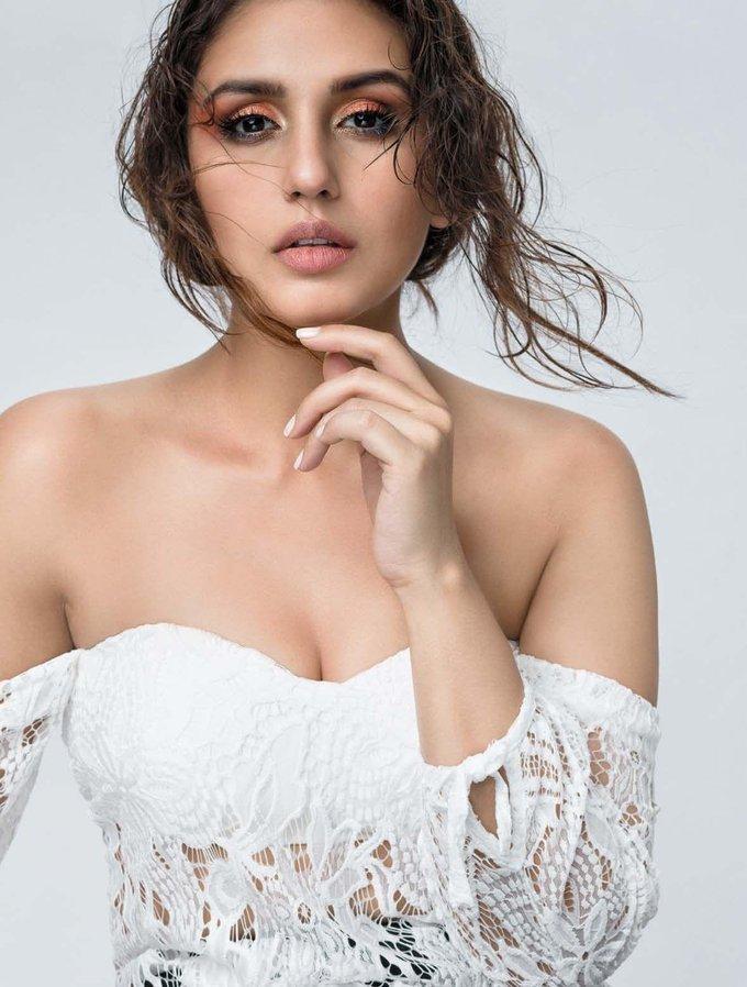 Huma Qureshi In Filmfare September 2017 Photoshoot