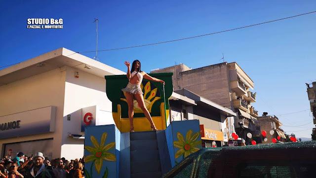 Το αδιαχώρητο στο Άργος για την καρναβαλική παρέλαση και τη συναυλία του Σάκη Ρουβά
