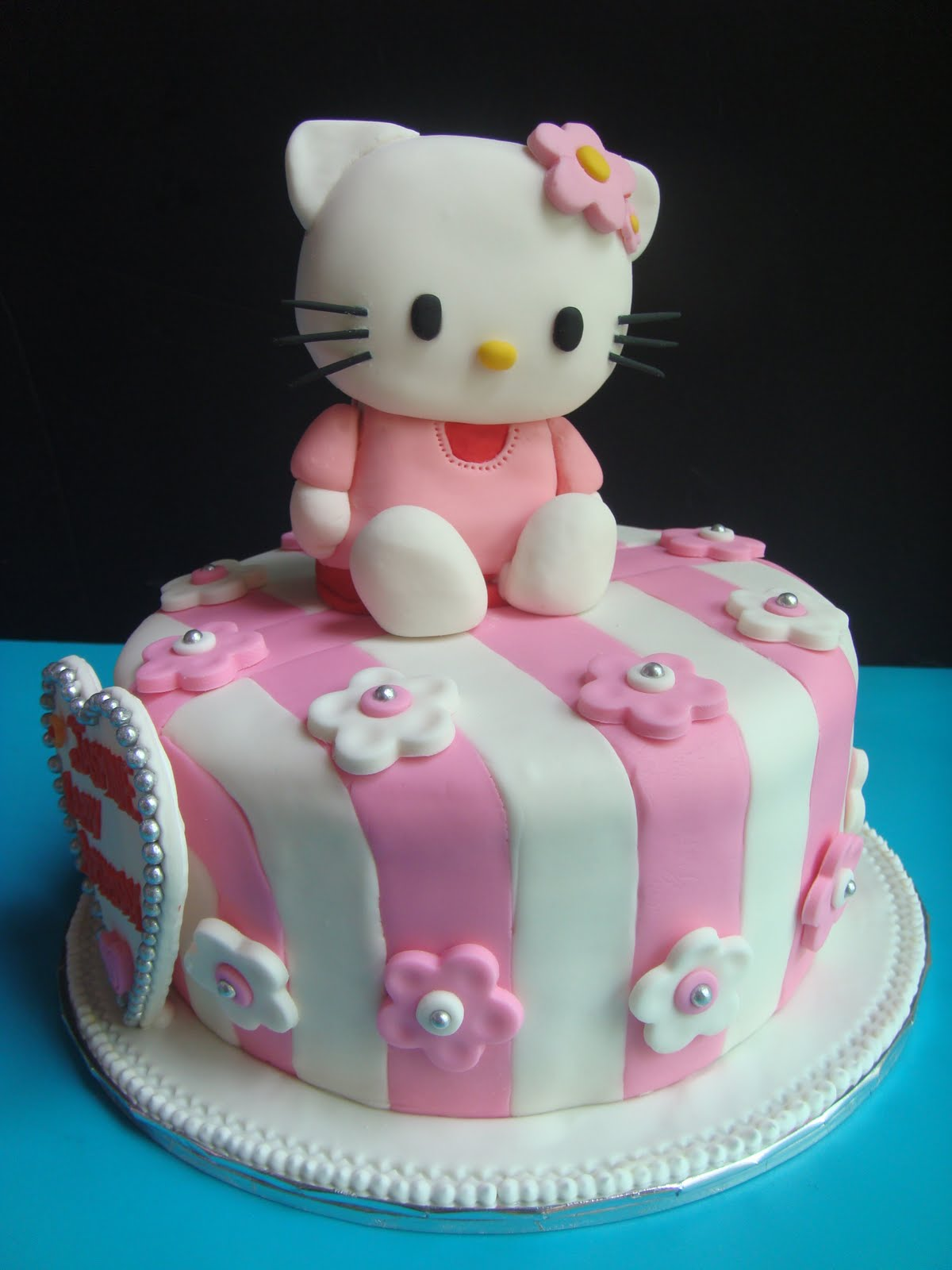 Yummy Baking Hello Kitty Fondant Cake D2