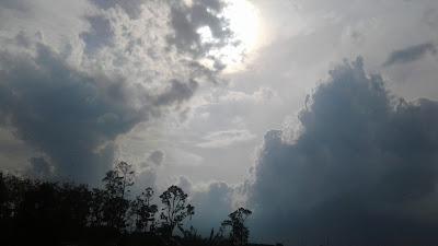 +Gambar foto mega dan matahari yang indah di waktu sore hari