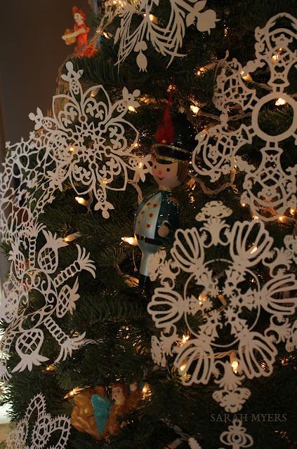 Christmas, tree, snowflakes, noel, navidad, natale, snow, paper, ornaments, 2016, Christ, angel, star, decorations, decor, deco, interior, interiores, house, home, casa, season, holiday, handmade, art, arte, lights, Christmastime, decoration, diy, weihnachten, cut-paper, medallions, handwork, Sarah, Myers, photography, close-up, detail, glass, toy, soldier, Italian, Italy, delicate, fragile, cheerful