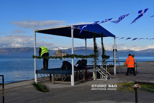 Έτοιμη η εξέδρα για την κατάδυση του Τιμίου Σταυρού στο Ναύπλιο