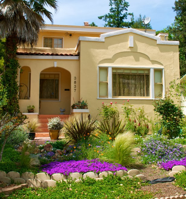 17 Small Front Yard Landscaping Ideas To Define Your Curb: 6 Landscaping Curb Appeal Ideas