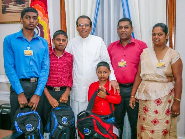 President meets schoolboy who hacked his website