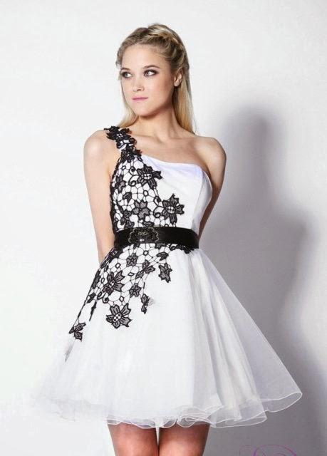 abab14eaa6e05 Beyaz bir elbise altına pembe topuklu bir ayakkabı son derece trend ve  oldukça şık olacaktır. Ayrıca enerjik de bir kombin olacaktır.