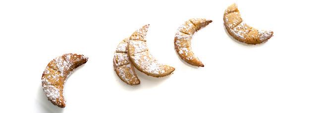 https://le-mercredi-c-est-patisserie.blogspot.com/2012/08/petits-croissants-amande-noisette.html