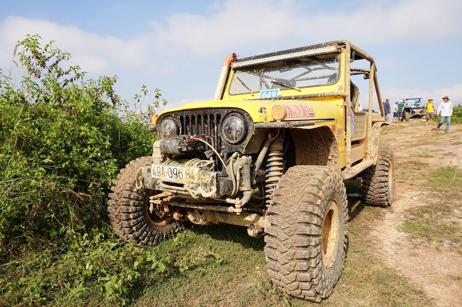 Chiếc Jeep Wrangler Vàng này trông vẫn còn khá mới và rất đẹp