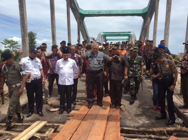 Gubernur Tinjau Jembatan Rubuh Dan Jalan Rusak