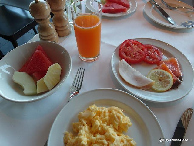 frukost på Casa Camper i Berlin