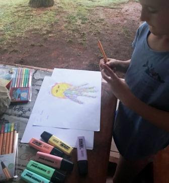 Girl sketching an octopus with STABILO BOSS pastels
