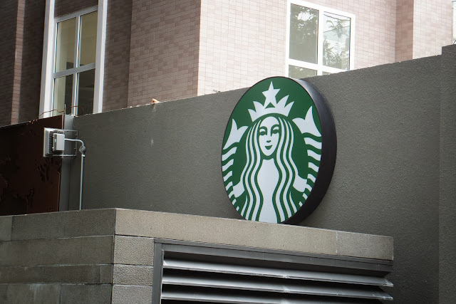 starbucks-coffee-hcmc-vietnam-sign スターバックスコーヒーベトナム