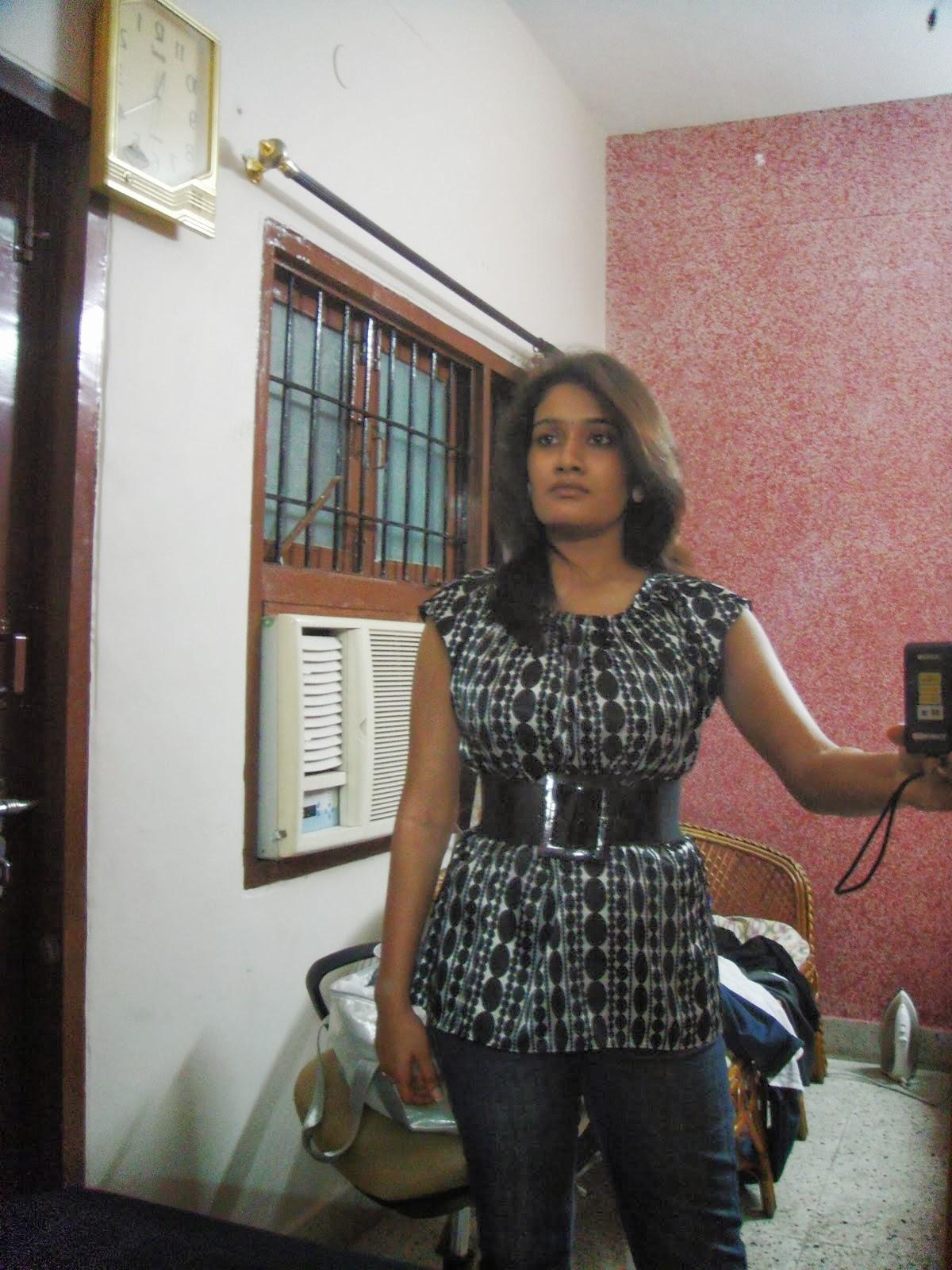 Sexy Indian Girl Taking Nude Selfies