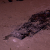 Grupo armado invade velório, retira caixão e ateia fogo em cadáver
