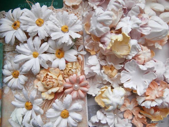 kurs kwiatowy-kolejne kwiaty z papieru