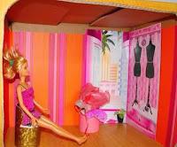 Casa para muñecas recicladas con cajas de cartón