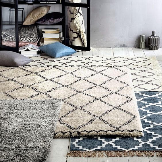 Como misturar diversos tapetes no mesmo ambiente for Sala de estar tapete