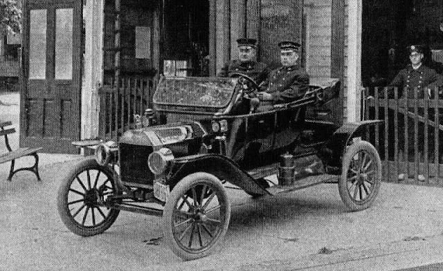 FORD - 68 anos de carros de polícia