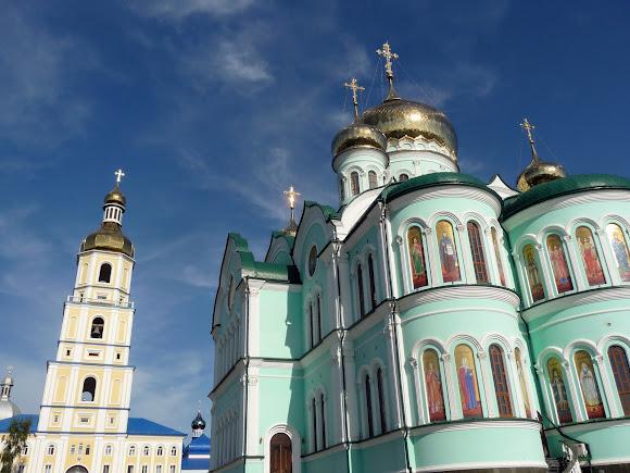 Банчени. Свято-Вознесенський монастир. Свято-Троїцька церква і дзвіниця