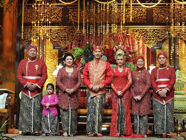 Baju adat Jawa SBY