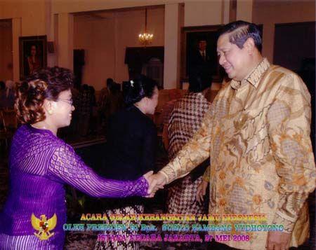 Ibu Ning Harmanto Saat Bertemu Susilo Bambang Yudhoyono Presiden Ke-6 RI (2004-2014)