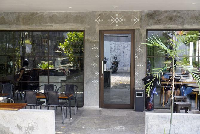 Pintu depan Kedai Kopi Imba Coffee Jogja