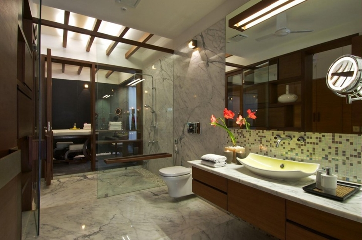 Bathroom in Courtyard Home by Hiren Patel Architects