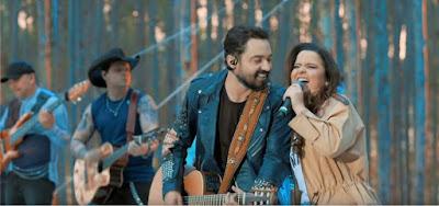 Fernando e Maiara cantam juntos no clipe de Zona de Risco; casal planeja se casar e Ratinho será padrinho