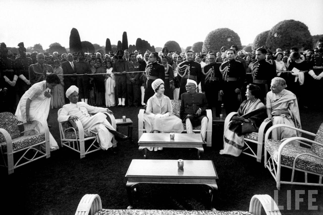 From left: Indira Gandhi (1), Vice President of India Sarvepalli Radhakrishnan (2), Queen Elizabeth II (3), President of India Dr. Rajendra Prasad (4), ?(5), Vijaya Laxmi Pandit (6).