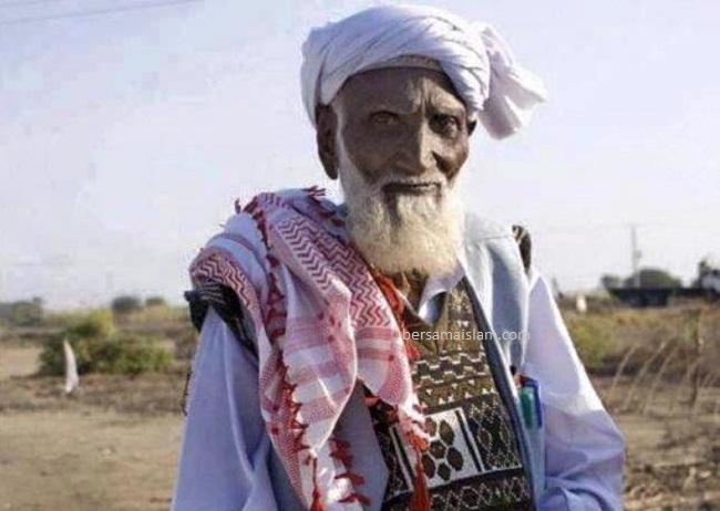 kakek pakistan Deen Mohammad Shaikh telah islamkan 108.000 orang hindu sejak 1989