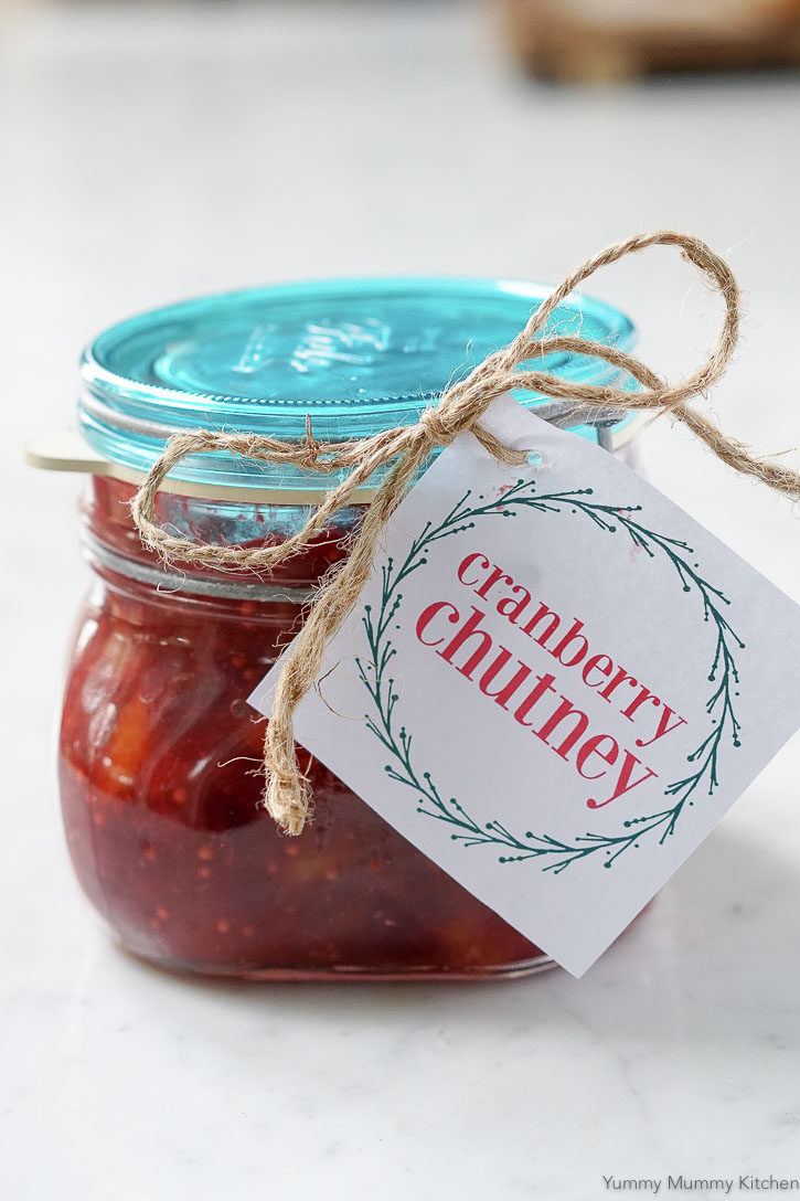 Cranberry chutney makes a beautiful homemade holiday gift. Get the recipe and the free printable labels.