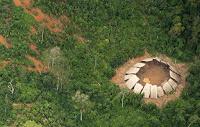 Los recortes amenazan con destruir a la tribu de las fotos aéreas
