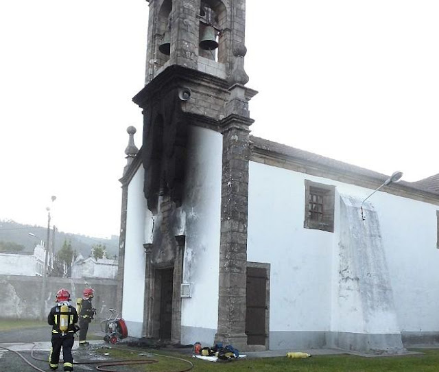 Incendian dos iglesias en Narón, Coruña