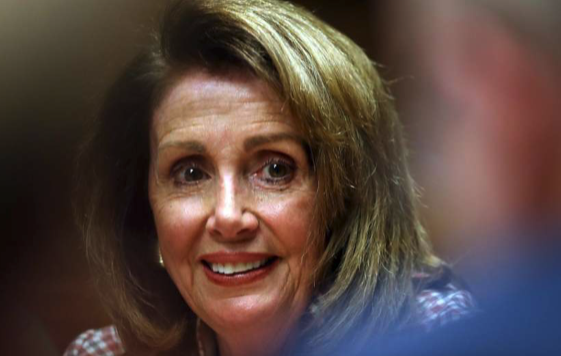 Pelosi says politicians could learn from drag queens