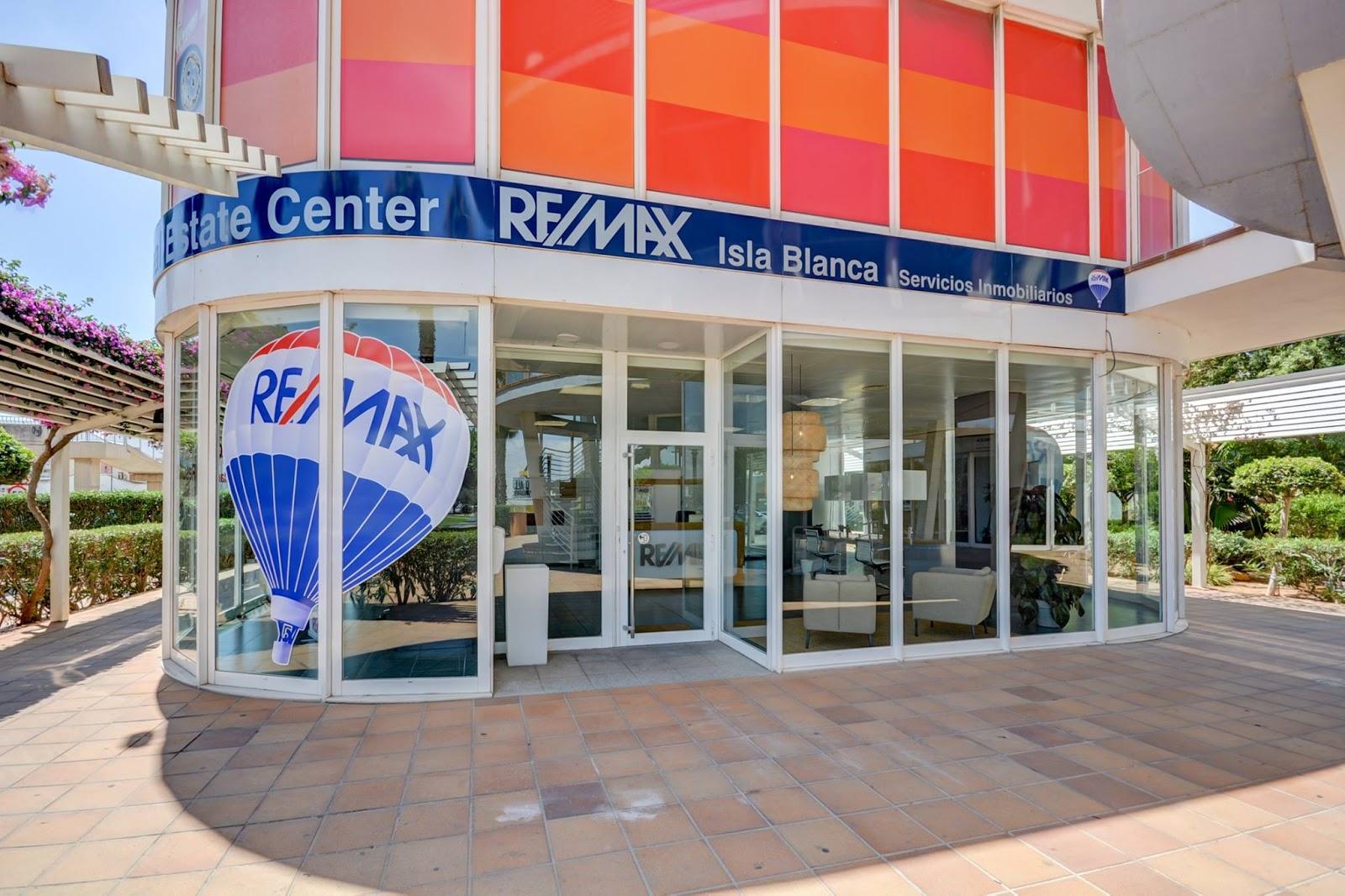 Asociate a remax diciembre 2017 for Oficina del consumidor ibiza