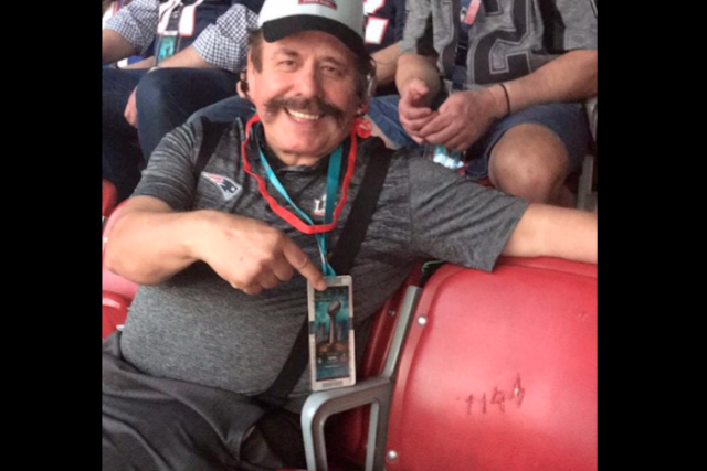 Se queda vacío asiento reservado a Humberto Moreira en Super Bowl, valuado en 5 mil dólares (Video)