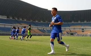 Jelang Lawan Sriwijaya FC, Kim Kurniawan Latihan Bersama Persib Bandung