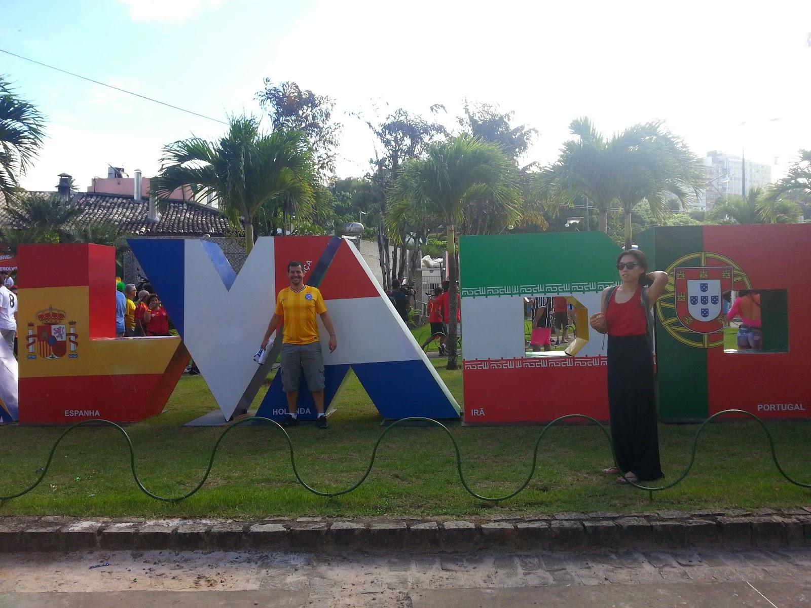 Letreiro de Salvador, com as bandeiras dos países que jogaram lá na primeira fase - Fonte Nova - Salvador - Copa do Mundo Brasil 2014