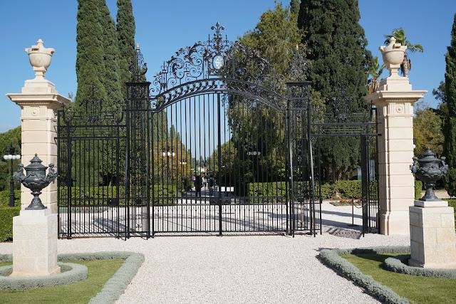 גן הבהאיים בעכו -שער כניסה