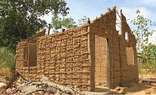 บ้านดินเหนียวโครงสร้างไม้