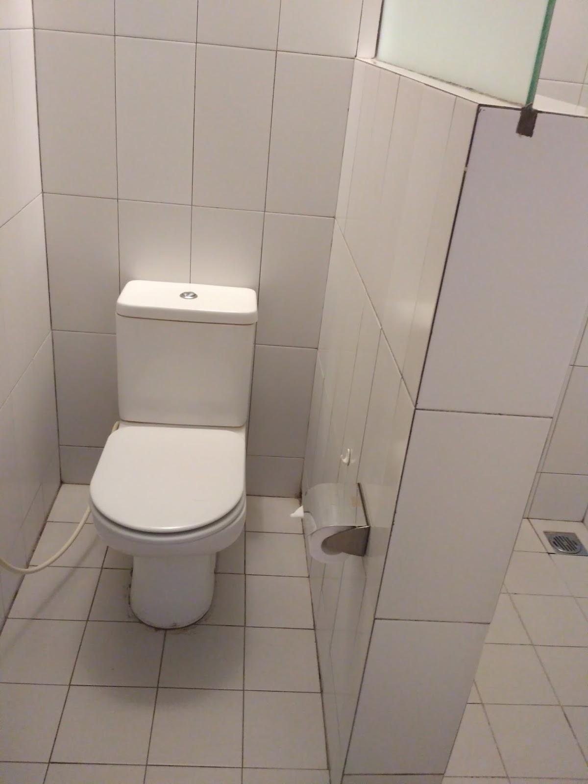 kamar mandi hotel pantai indah
