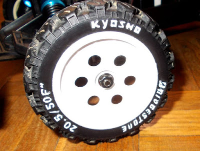 Kyosho Raider Rebuild and  Restoration (wheels). Réparation et reconstruction de Kyosho (roues)