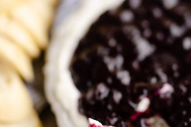 BLUEBERRY BALSAMIC GOAT CHEESE APPETIZER