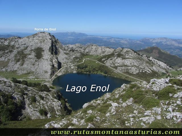 Ruta Lagos de Covadonga PR PNPE-2: Vista del Lago Enol y Porra de Enol desde el Mosquital