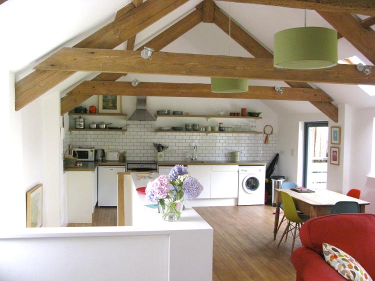 Vivienda nórdica con toques de color/decoración handmade para hogar y eventos Habitan2