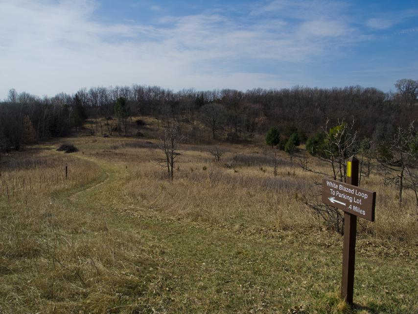 sign pointing to white blazed alternative trail