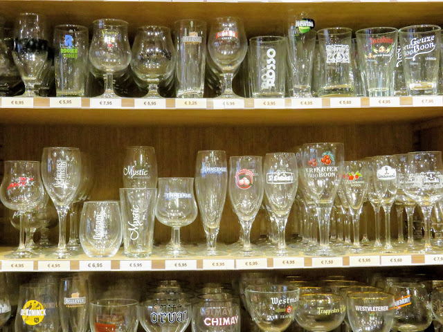 4 hours in Brussels: Belgian beer glasses at De Biertempel