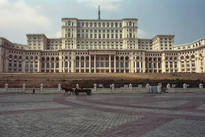 Bucarest, Palais du Parlement, Boulevard Unirii, © L. Gigout, 1990
